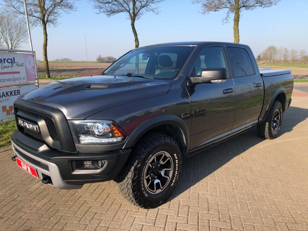 RAM 1500 Rebel Crew Cab 5.7ft bed